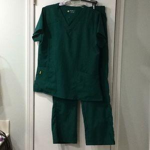 Wonderwink 4-stretch green scrub set